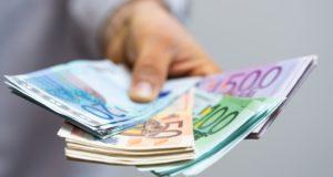 Wypłata pensji w obcej walucie – sprawdź jak na tym nie stracić!